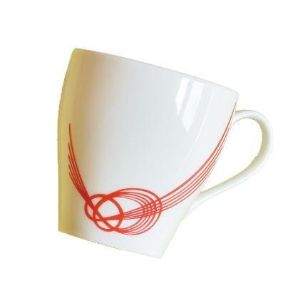 あわじ結びを基本に凛として飛び立つ鳥を表現したデザインの花嫁のれん館オリジナルマグカップです。(1,296円)