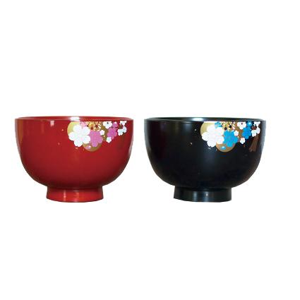 花嫁・花婿をイメージして、石川県の伝統工芸である山中塗で制作したオリジナル汁碗です。(1,890円)